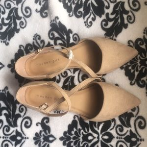 NWOT- Nude Madden Girl pointed toe flats - Size 9